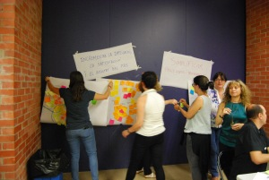 gent penjant posters a la paret
